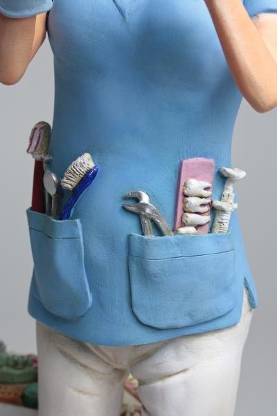 FO85534-Lady-Dentist-Madame-Dentiste-5-HR