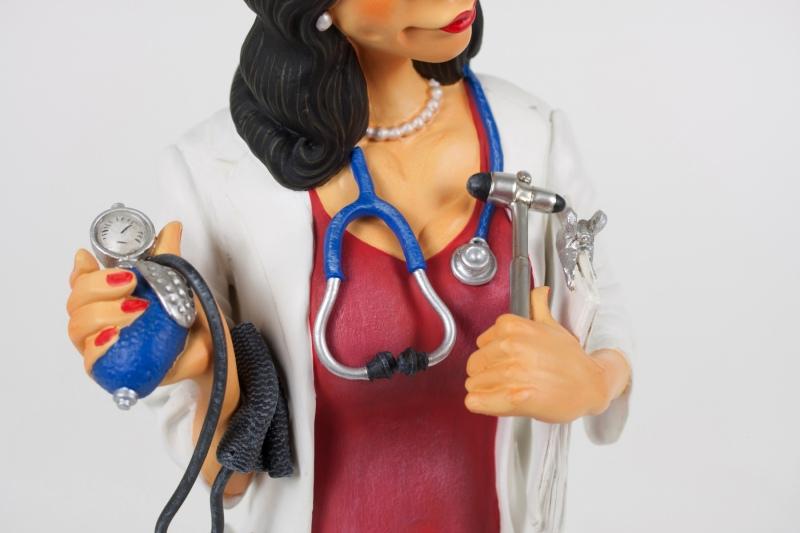 FO85520-Madam-Doctor-Madame-Docteur-8