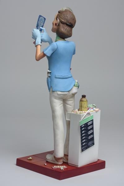 FO85534-Lady-Dentist-Madame-Dentiste-2-HR