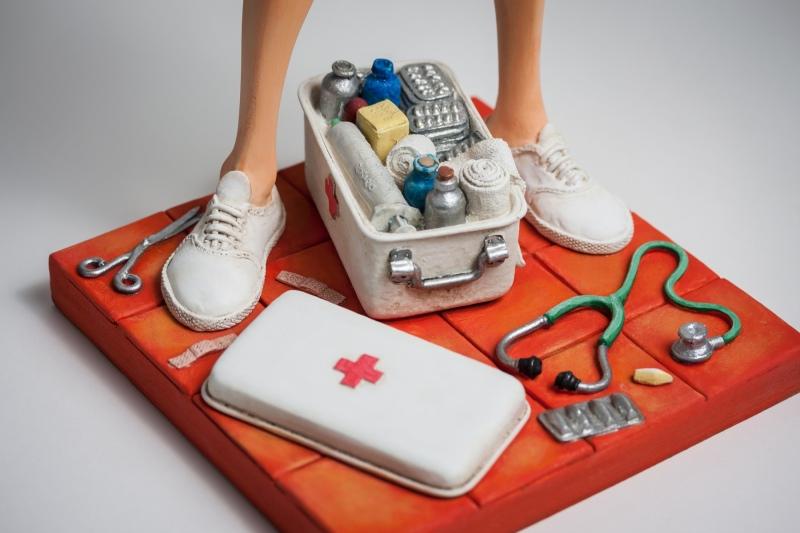 FO85544-The-Nurse-L-Infirmiere-6-2017